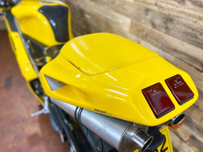 Ducati 748 748 Biposto Super Sports Petrol Yellow