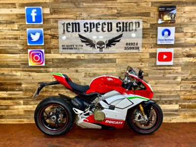 Ducati Panigale V4S PANIGALE V4 S Super Sports Petrol RedDucati Panigale V4S PANIGALE V4 S Super Sports Petrol Red at Bikes for Cash Batley