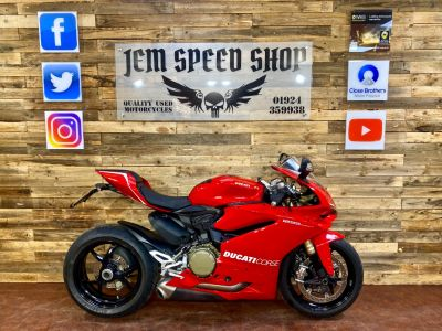 Ducati 1299 Panigale 1299 PANIGALE Super Sports Petrol RedDucati 1299 Panigale 1299 PANIGALE Super Sports Petrol Red at Bikes for Cash Batley